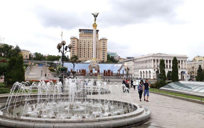 У Києві на Майдані хлопець справив нужду у фонтан: відео дикої витівки