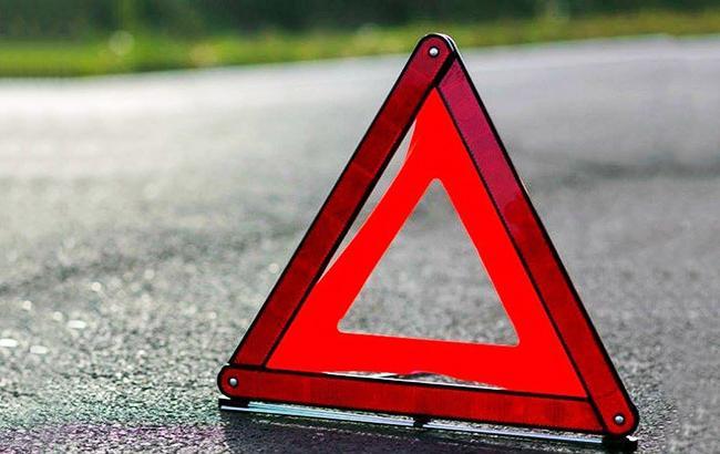 В Киевской области перевернулась автоцистерна с химическими веществами
