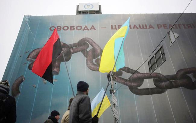 Фото: прапор ОУН і прапор України (facebook.com/maryankushnyr)