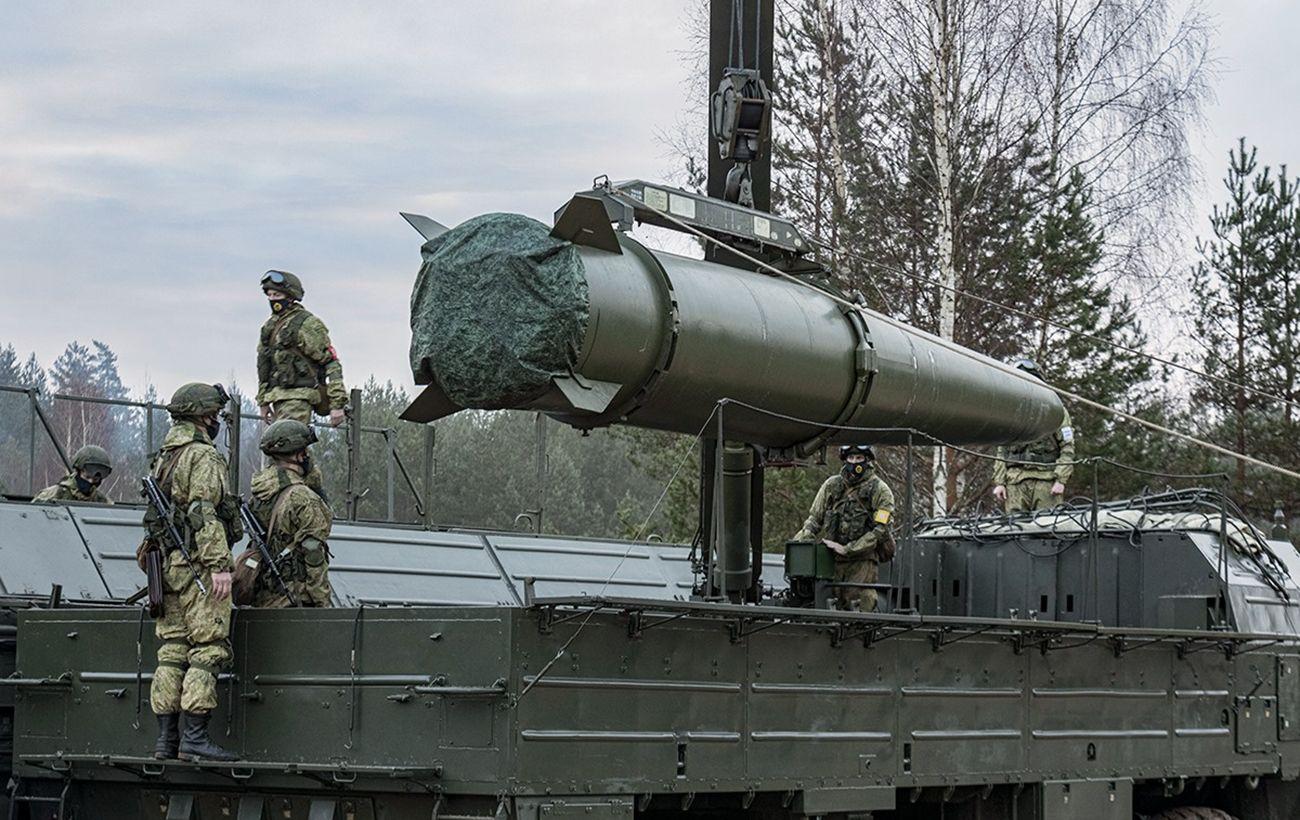 Появилось видео с масштабным лагерем российских войск возле границ Украины