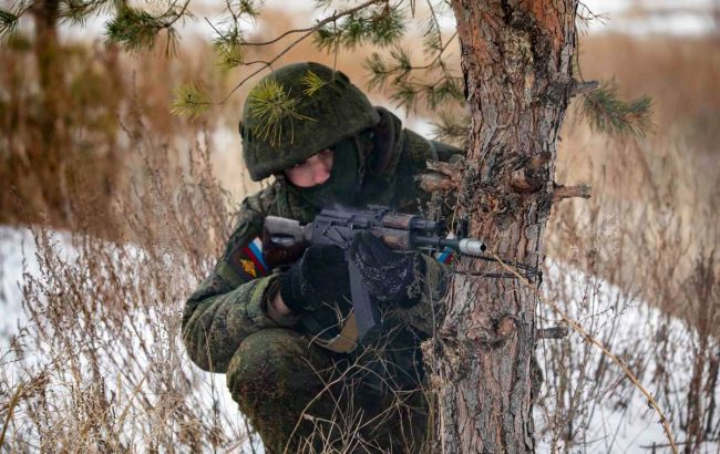 Снайпер оккупантов ранил украинского бойца под Песками: ВСУ ответили