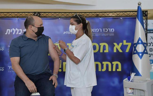 Премьер-министр Израиля получил третью прививку против коронавируса
