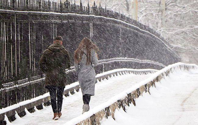 Сильний вітер, хуртовини і лавинна небезпека: синоптики попередили про погіршення погоди