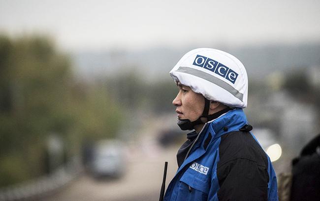 В ОБСЄ заявили, що бачили три колони військової техніки на території ОРЛО