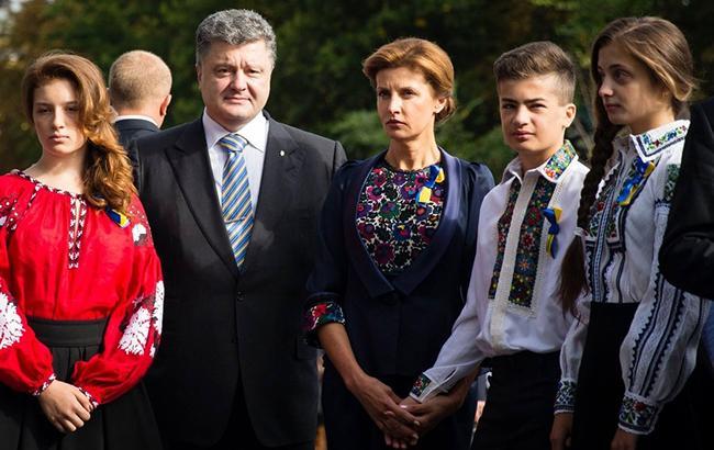 Фото: Порошенко с семьей (facebook.com petroporoshenko)