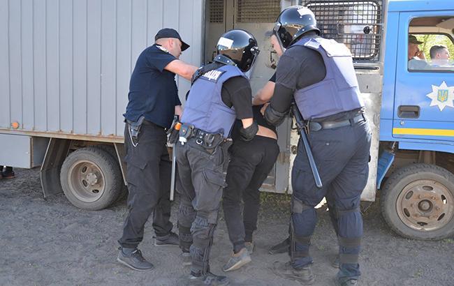 Іноземець з мисливським ножем у Луганській області пограбував 5 будинків