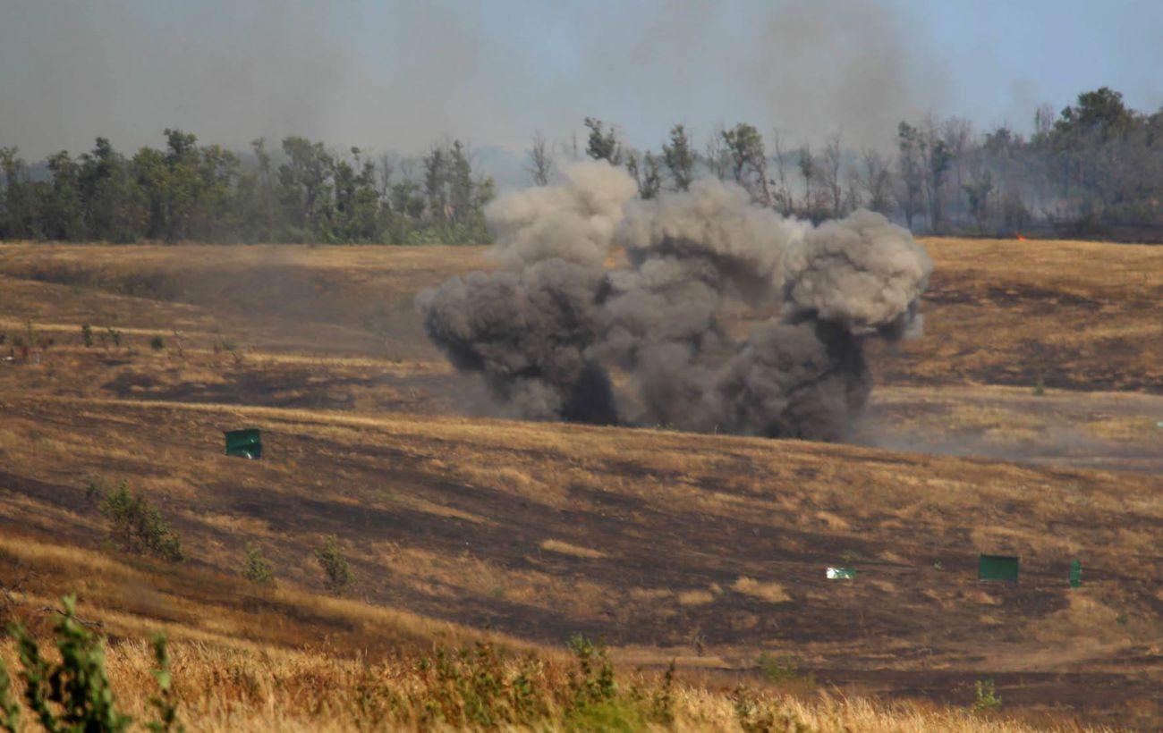 Боевики снова обстреляли позиции ООС на Донбассе, ранен военный
