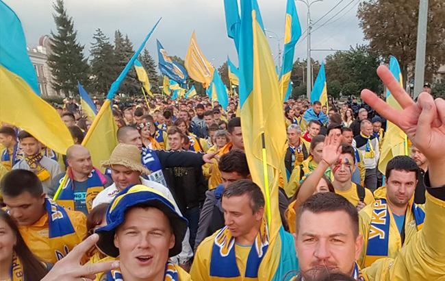 В день матча Украина - Хорватия прошел грандиозный марш болельщиков (видео)