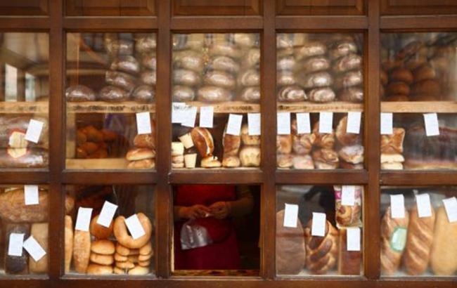 """Неприємний сюрприз: у Тернополі жінка купила в кіоску хліб з """"білкової начинкою"""""""