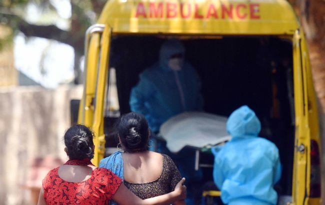 Індія другий день поспіль б'є антирекорди захворюваності на COVID