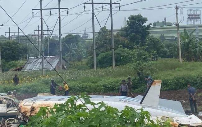 В Маньяме разбился военный самолет: сообщается о 12 погибших