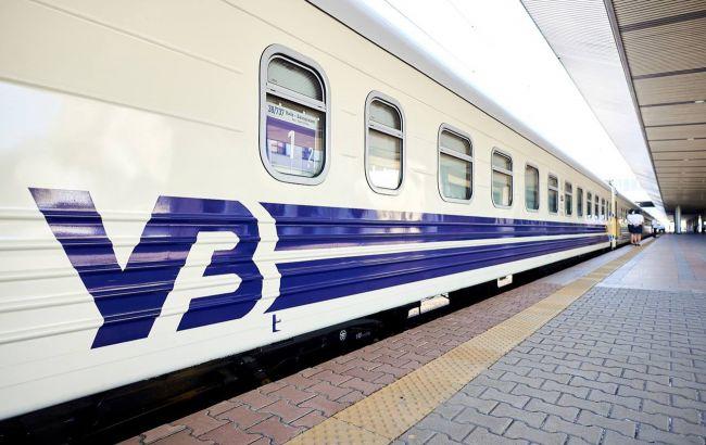 Ряд поездов в Украине задерживается из-за схода грузовых вагонов с рельсов: список