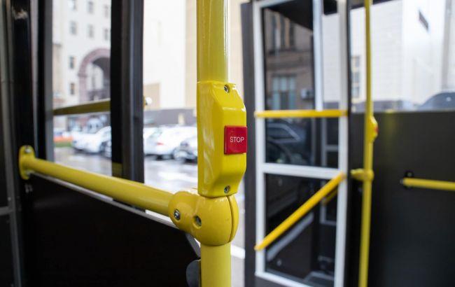 В Одессе агрессивного пассажира скрутили и выбросили из маршрутки: что произошло (видео)