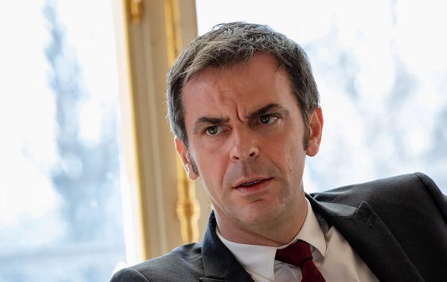 Во Франции отстранили от работы более 3 тысяч невакцинированных медиков