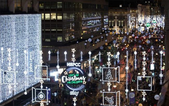 Свято наближається: у Лондоні та Парижі запалили перші різдвяні вогні (відео)
