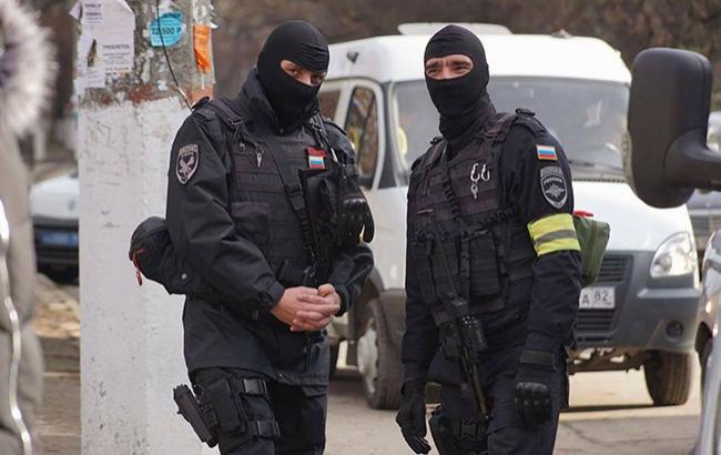 """""""Кращі посади займають росіяни"""": кримчани розповіли про життя в окупації"""