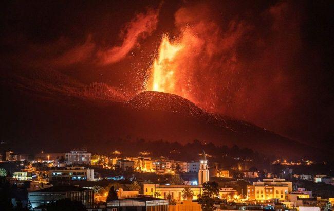 Виверження вулкану на Канарах: лава наближається до океану