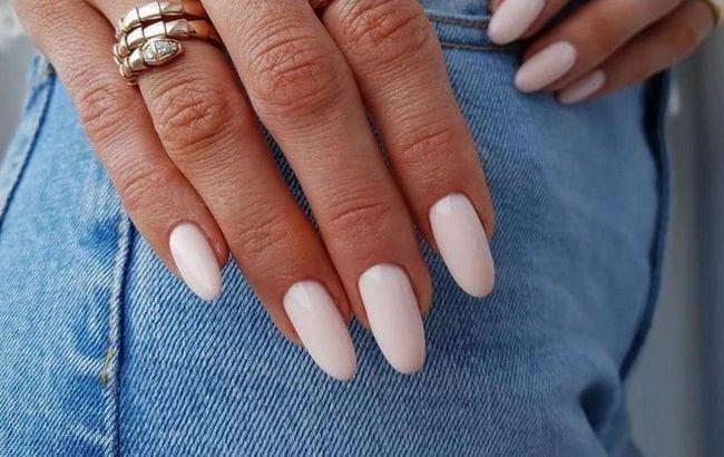 Милкшейк и электрик: стилист рассказала, какие ногти в тренде этой осенью