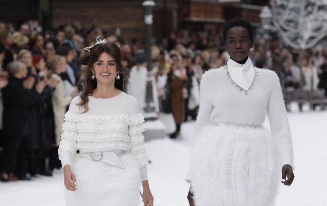 Прощай, легенда: в Париже представили последнюю коллекцию Карла Лагерфельда для Chanel