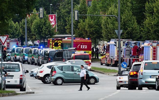 """Фото: стрельба в мюнхенском ТЦ """"Олимпия"""" (Associated Press)"""