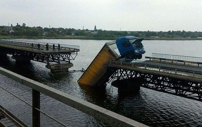 Міст під Дніпром був зруйнований через перевантажену в кілька разів фуру, - ОДА