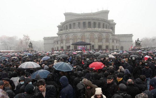 Ситуация в Ереване: протестующие перекрыли улицы и требуют отставки Пашиняна