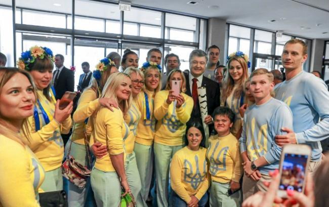 Фото: Порошенко зустрівся з призерами Олімпіади (president.gov.ua)