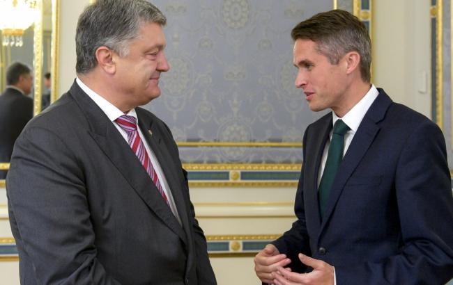 Порошенко та Вільямсон обговорили посилення санкцій проти РФ