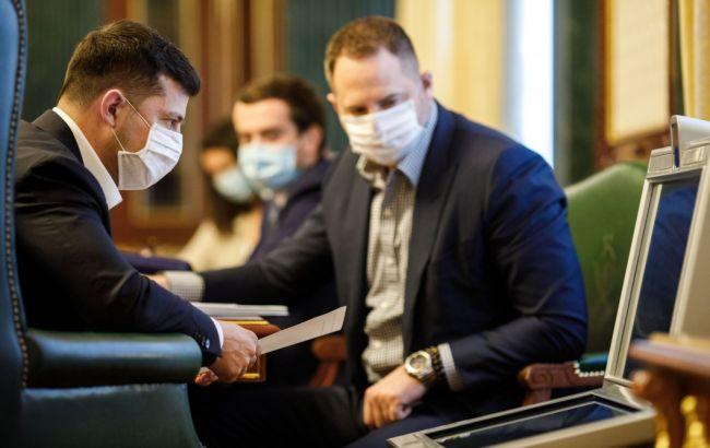 У Зеленского хотят мониторить маски в аптеках и угрожают штрафами