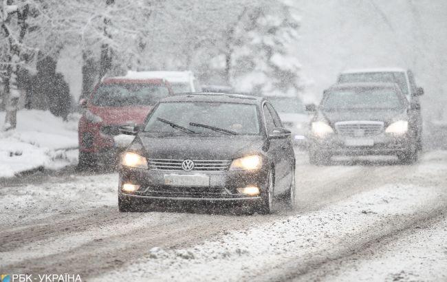 Запад Украины начало засыпать снегом: в горах намело уже больше метра