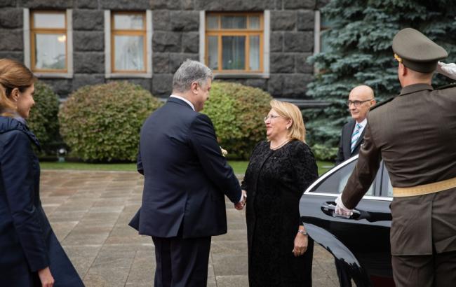 Начались переговоры Порошенко спрезидентом Мальты