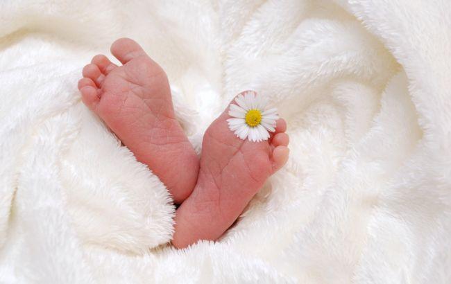 Ребенок – не вещь: в сети разгорелся скандал из-за бирок для младенцев в роддоме