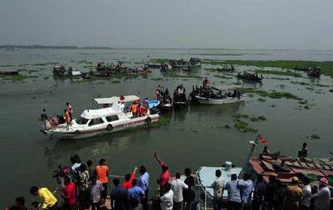 У Бангладеш на річці перекинувся перевантажений пором, є жертви