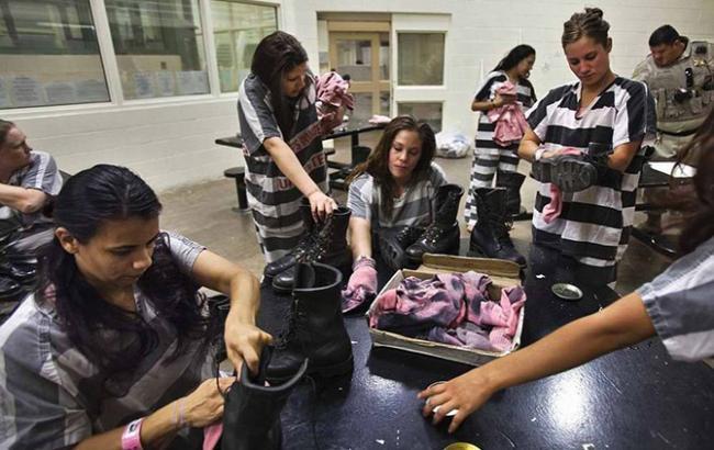 Фото: В тюрьмах США находится свыше половины всех заключенных женщин в мире