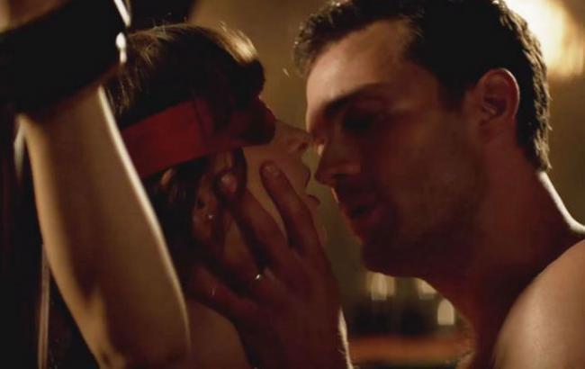 Сексуальные сцены шоу звезд на сцене видео