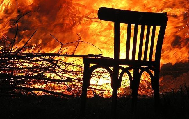 В Одессе снова горит старинный памятник архитектуры: появились фото и видео