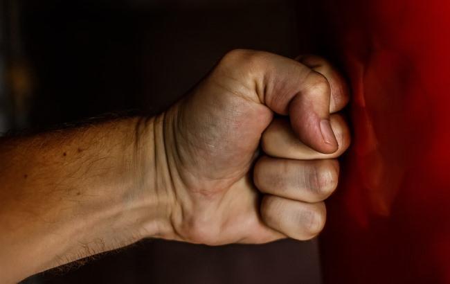 """""""А ты где людей убивал?"""": чеченцы наказали """"российского спецназовца"""" за оскорбления в их адрес (видео)"""