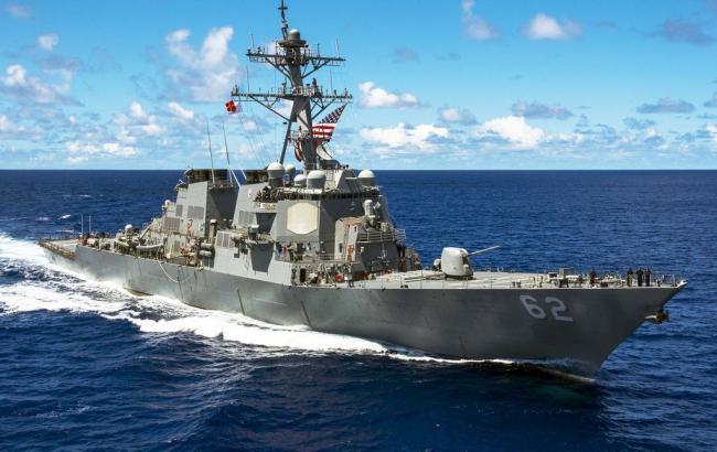 Есмінець США зіткнувся з торговельним судном біля берегів Японії, є поранені
