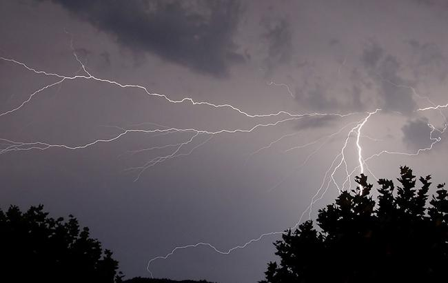 Синоптики предупреждают о дождях и грозах в западных областях