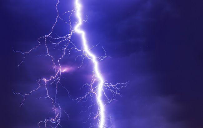 В Черниговской области из-за удара молнии сгорели два дома