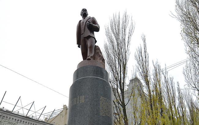 Фото: Декоммунизированный памятник Ленину в Киеве (flickr.com/Ivan Bandura)