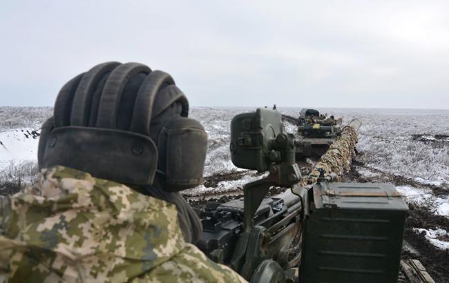 За день бойовики здійснили 17 обстрілів на Донбасі, поранено військового