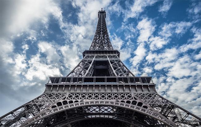 У Парижі закриють Ейфелеву вежу через масові протести