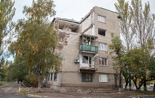 Фото: жилой дом на востоке Украины после обстрела (flickr.com/eu_echo)