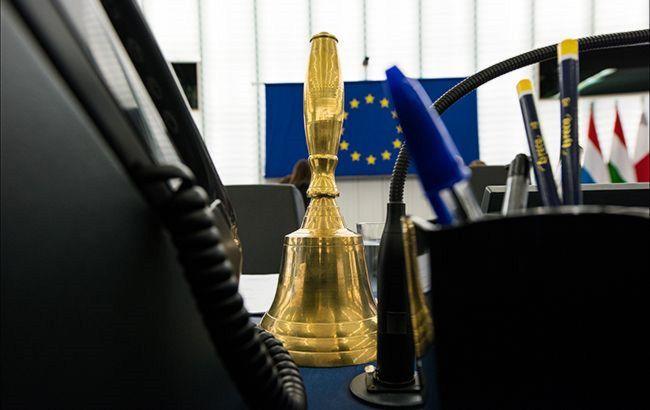 """""""Живое"""" фото и отпечатки пальцев для детей: ЕС планирует ужесточить выдачу шенгенских виз"""