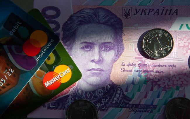 Украинцы меняют привычки: как используют платежные карты