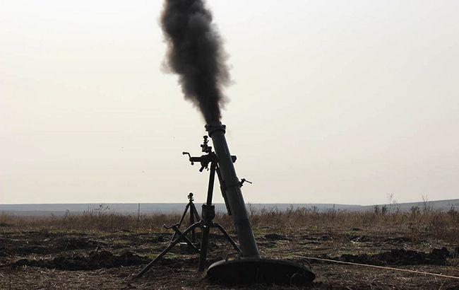 На Донбассе боевики весь день били из танков и минометов