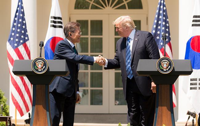 США дозволили Південній Кореї купувати іранську нафту