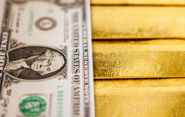 Золото обновило исторический максимум благодаря ослаблению доллара