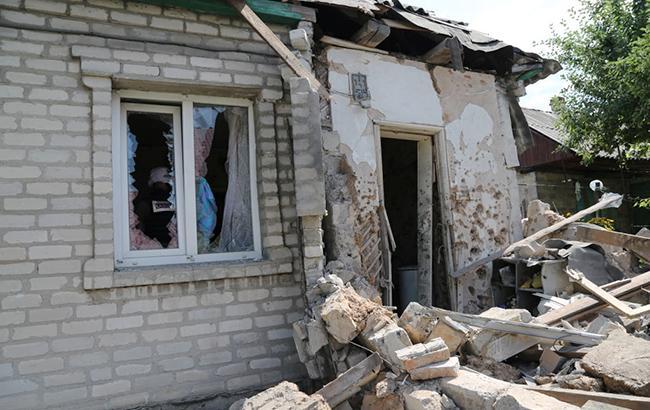 Обстріл у Луганській області: зруйновано 2 будинки, ще 35 пошкоджено